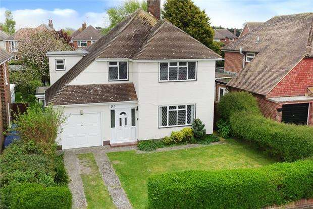 4 Bedrooms Detached House for sale in Harsfold Road, Rustington, West Sussex, BN16