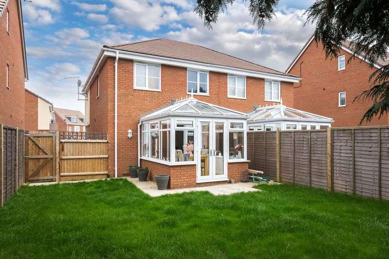"""3 Bedrooms Semi Detached House for sale in """"Perfect Family Home In Stopsley"""""""