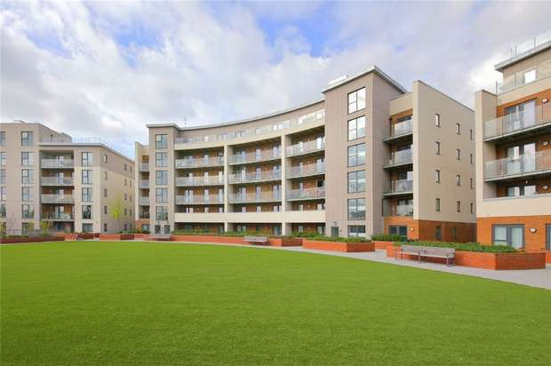 2 Bedrooms Flat for sale in Gemini Park, Borehamwood