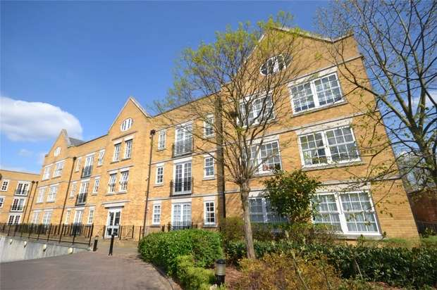 2 Bedrooms Flat for sale in Holme Court, 158 Twickenham Road, Old Isleworth