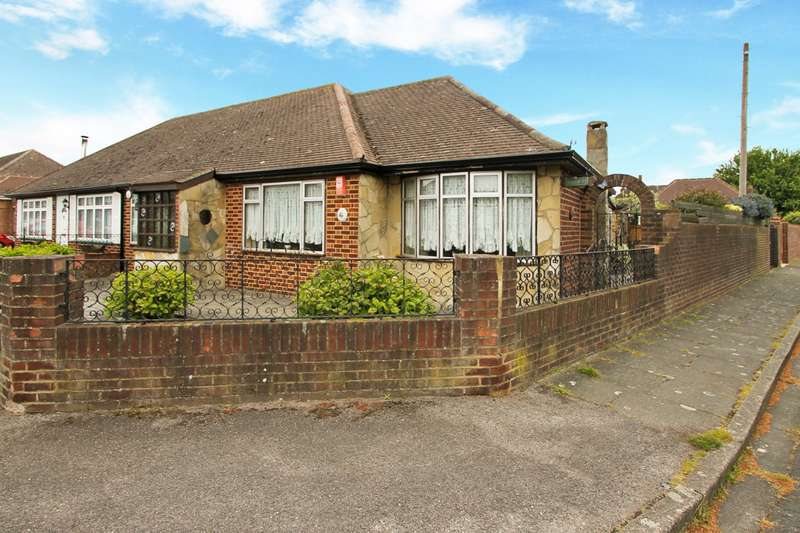 3 Bedrooms Bungalow for sale in Edward Way, Ashford, TW15