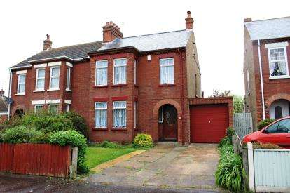3 Bedrooms Semi Detached House for sale in Gorleston, Great Yarmouth, Norfolk