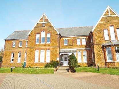 2 Bedrooms Flat for sale in Valentine Road, Hunstanton, Norfolk