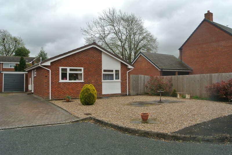 2 Bedrooms Detached Bungalow for sale in Salisbury Drive, Evesham