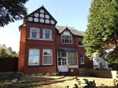 3 Bedrooms Flat for sale in 22 Coed Pella Road, Colwyn Bay, Conwy, LL29