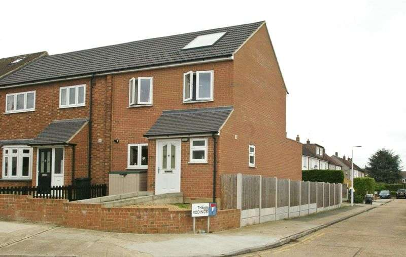 3 Bedrooms Semi Detached House for sale in Avon Road, Cranham, RM14