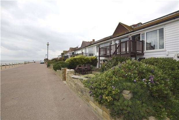 2 Bedrooms Flat for sale in Channel View, BEXHILL-ON-SEA, East Sussex, TN40 1JT