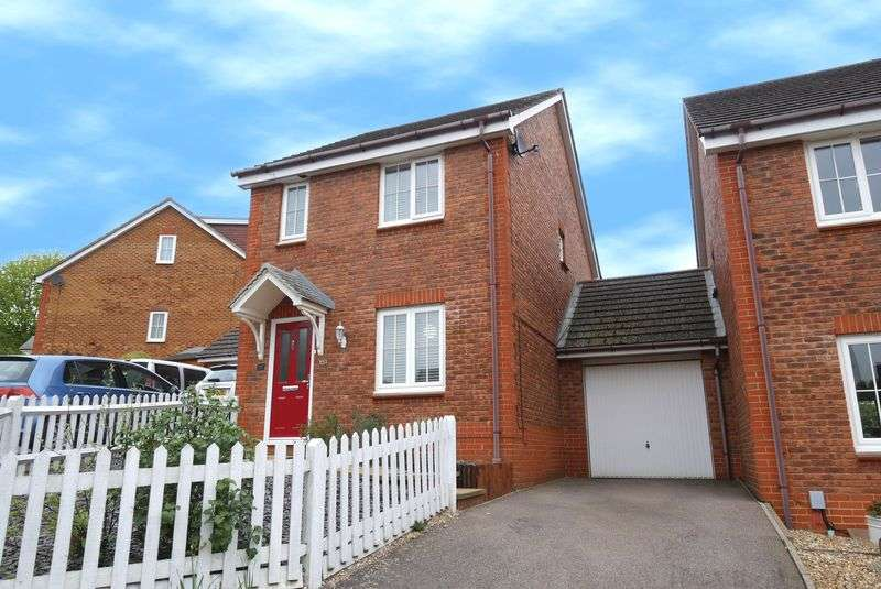 3 Bedrooms Detached House for sale in Fairfield Way, Stevenage
