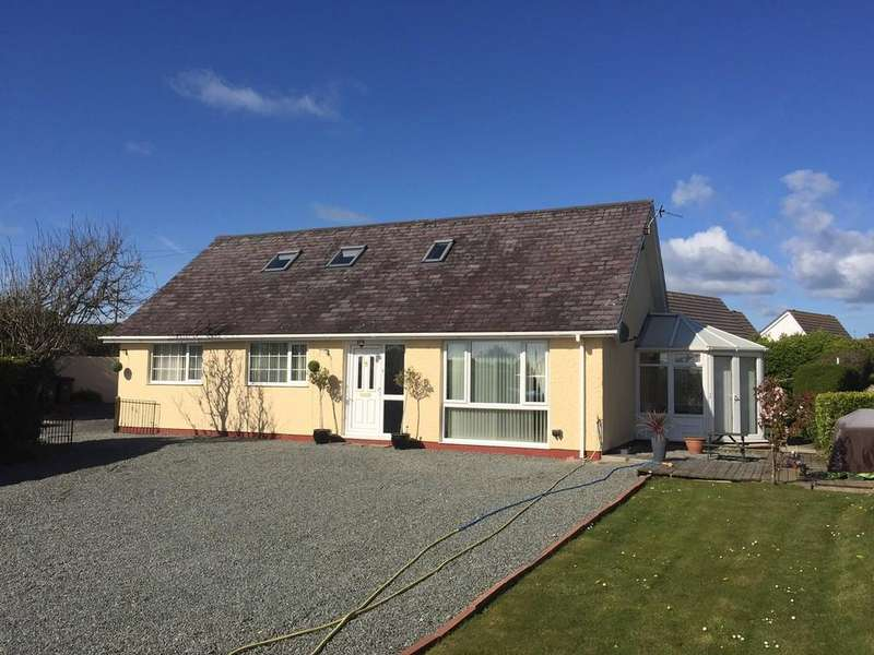 4 Bedrooms Detached Bungalow for sale in Isallt Estate, Trearddur Bay, North Wales