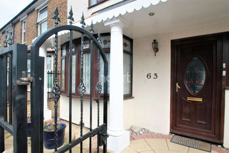 3 Bedrooms Semi Detached House for sale in Lyne Crescent