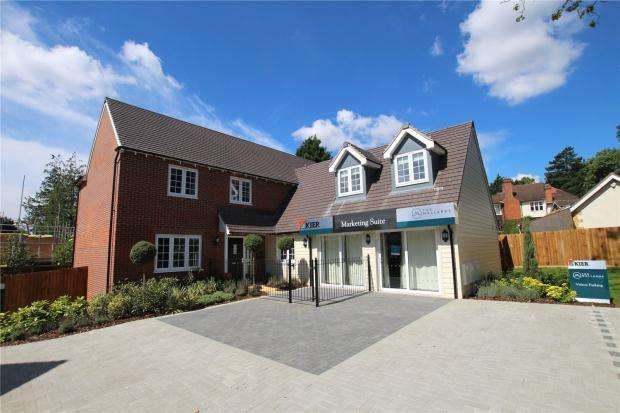 5 Bedrooms Detached House for sale in The Mallards, Brundall, Strumpshaw Road, Brundall
