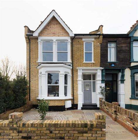3 Bedrooms House for sale in Lea Hall Road, Leyton