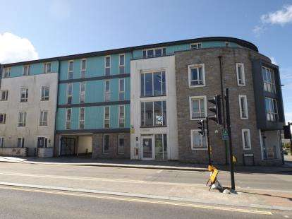 2 Bedrooms Flat for sale in Kerrier Way, Camborne, Cornwall