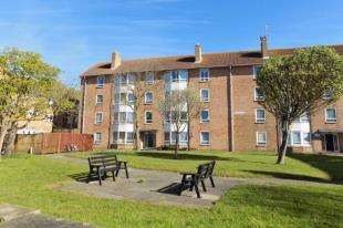 3 Bedrooms Flat for sale in Old Mill Close, Portslade, Brighton, East Sussex