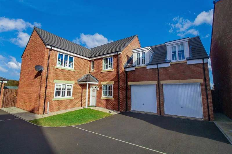 5 Bedrooms Detached House for sale in Lodge Court, Whitley Lodge, Whitley Bay