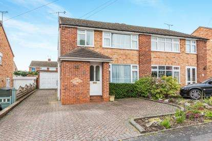 3 Bedrooms Semi Detached House for sale in Spinney Close, Kidderminster, Worcestershire