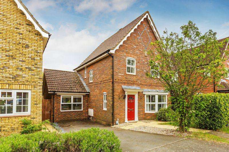 3 Bedrooms Detached House for sale in Monro Drive, Guildford