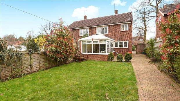 2 Bedrooms Semi Detached House for sale in St. Johns Street, Crowthorne, Berkshire