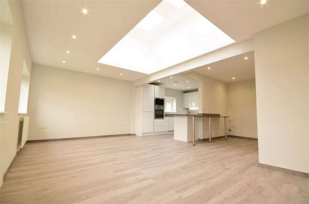 3 Bedrooms Flat for sale in Vineyard Avenue, London