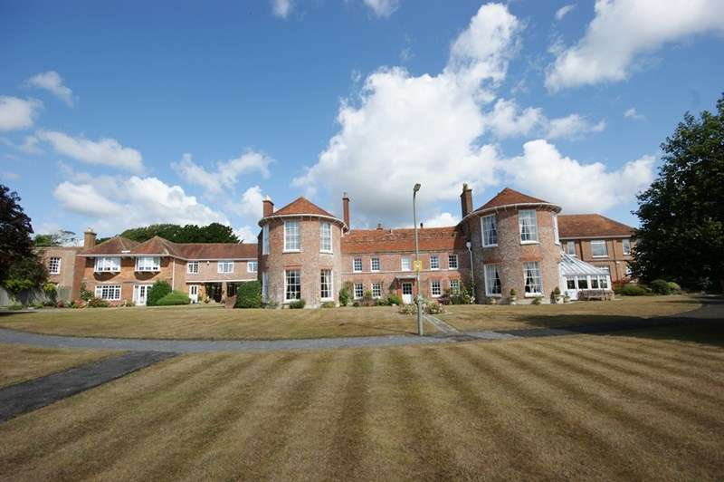 4 Bedrooms End Of Terrace House for sale in Church Hill, Milford On Sea, Lymington