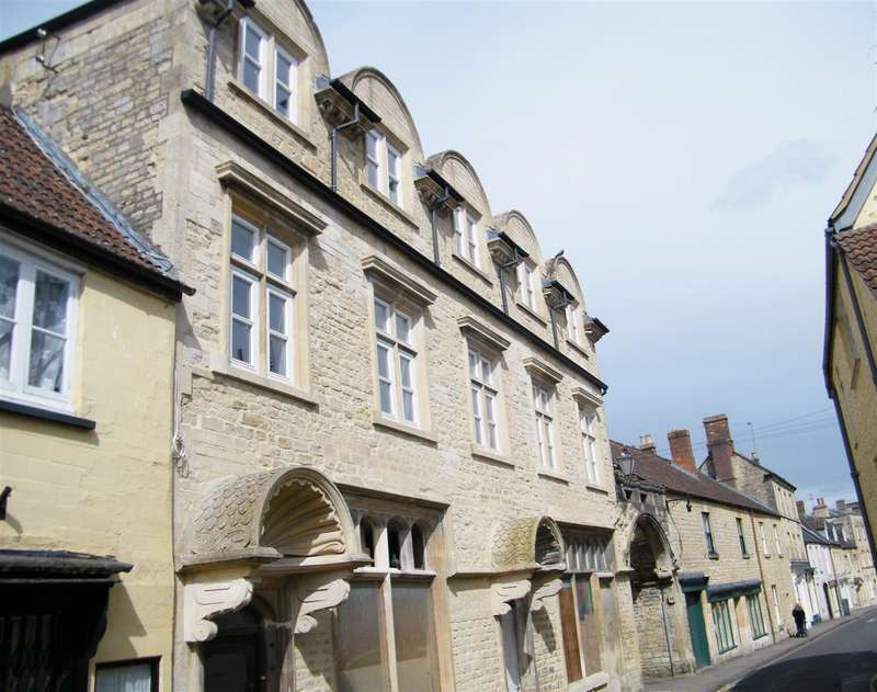3 Bedrooms Property for sale in Church Street, Calne