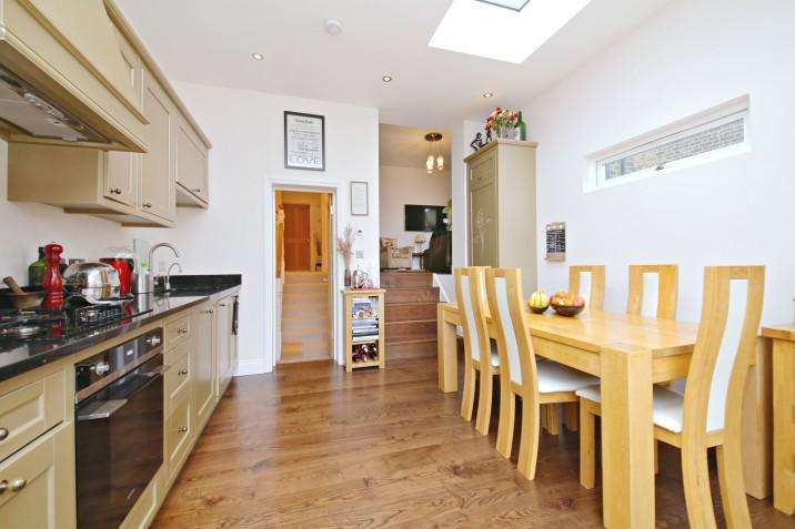 3 Bedrooms Maisonette Flat for sale in Savernake Road, Hampstead Heath NW3