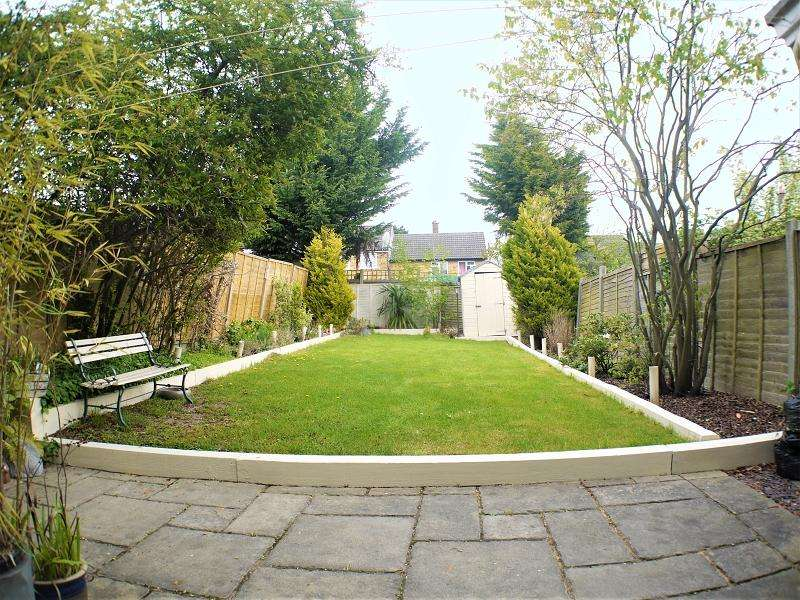 2 Bedrooms End Of Terrace House for sale in North Close, Barnet, Hertfordshire. EN5 3AW