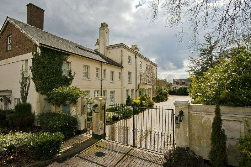 1 Bedroom Flat for sale in Harefield House, High Street, Harefield, Middlesex, UB9 6RH