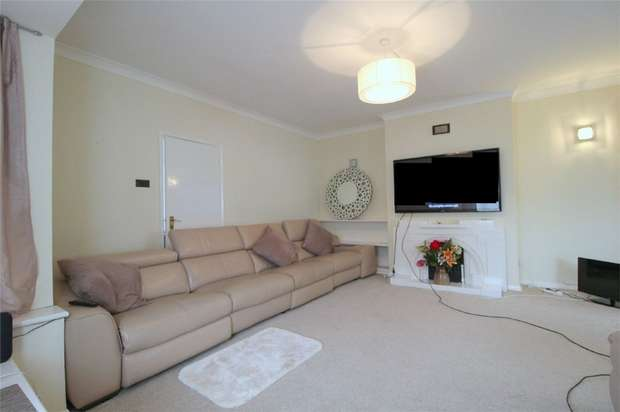 3 Bedrooms Detached Bungalow for sale in Cadbury Road, Sunbury-on-Thames, Surrey