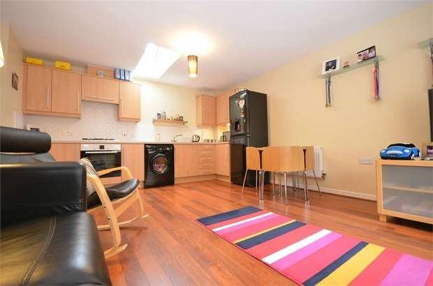 2 Bedrooms Terraced House for sale in Bluebell View, Llanbradach, CAERPHILLY