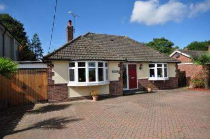 3 Bedrooms Bungalow for sale in Great Holland, Frinton-On-Sea, Essex