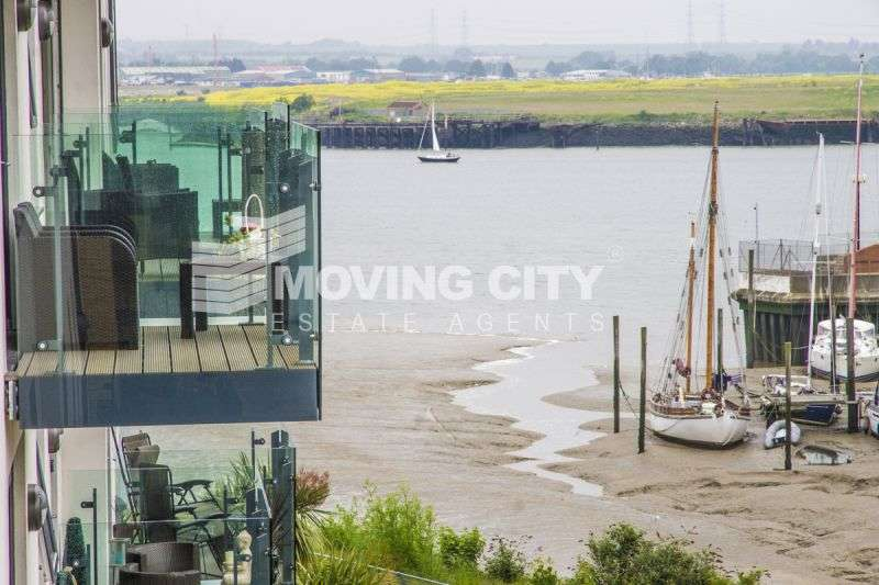 2 Bedrooms Flat for sale in Peninsula Quay, Victory Pier