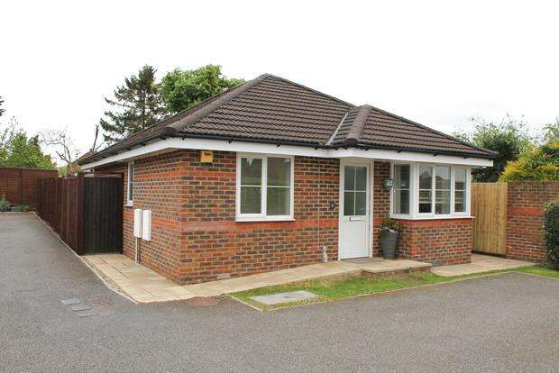 2 Bedrooms Bungalow for sale in Byron Close, Ashcroft Road, Luton, LU2