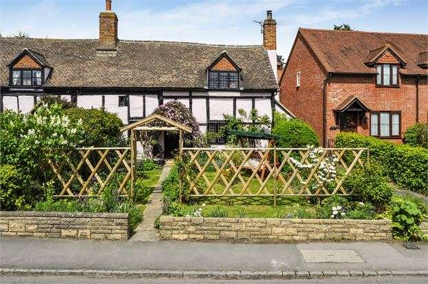 2 Bedrooms Cottage House for sale in Lower Street, Quainton, Buckinghamshire. HP22 4BJ
