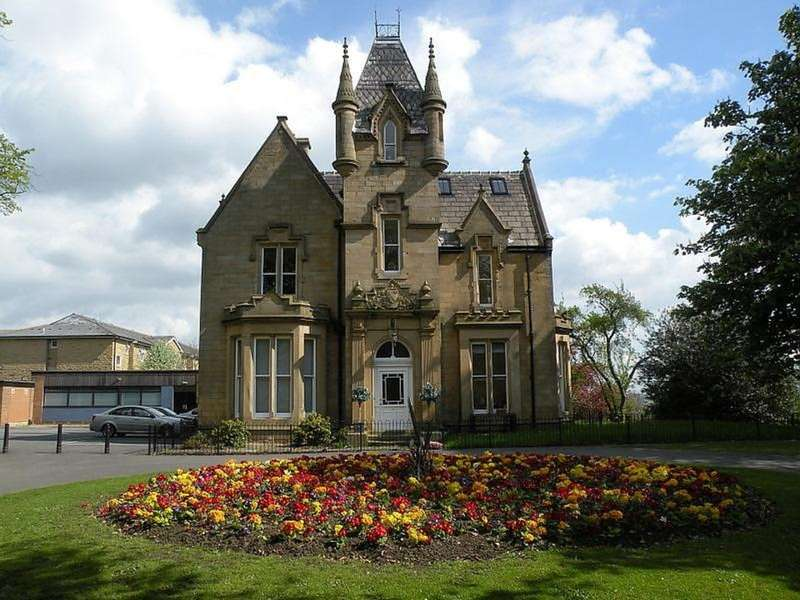 2 Bedrooms Apartment Flat for sale in Westroyd Hall, Farsley, LS28