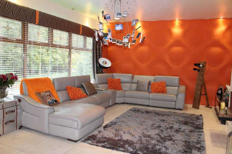 4 Bedrooms Detached House for sale in Oakwood Drive, Heaton