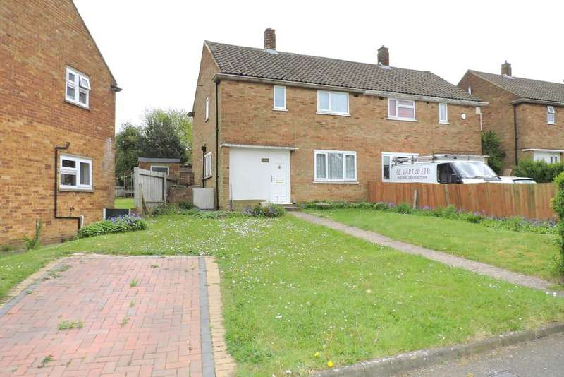 3 Bedrooms Semi Detached House for sale in Hollybush Road, Luton, Bedfordshire, LU2 9HQ