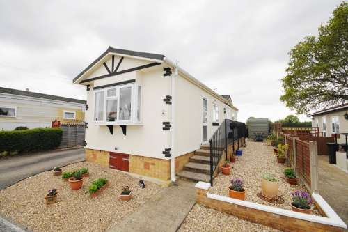 2 Bedrooms Detached House for sale in South Drive, Oaktree Park, Ringwood, Hampshire