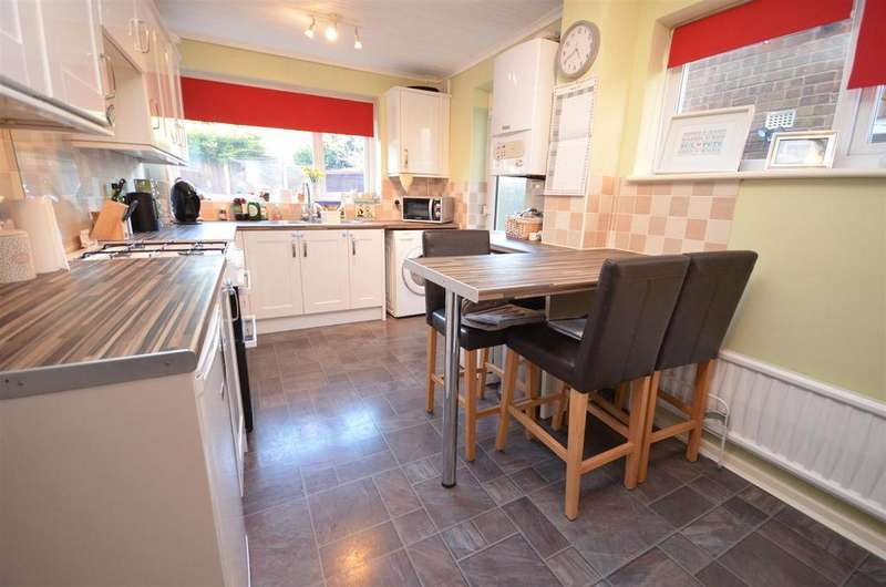 4 Bedrooms Semi Detached House for sale in Douglas Avenue, Billinge, Wigan