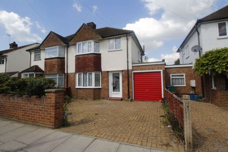 3 Bedrooms Semi Detached House for sale in Dean Road, Hampton, TW12