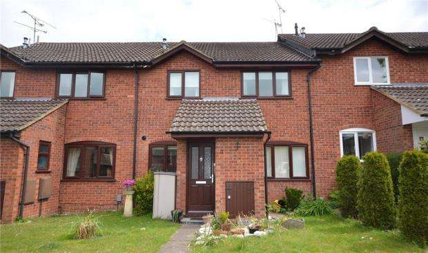 2 Bedrooms Terraced House for sale in Haig Lane, Church Crookham, Fleet