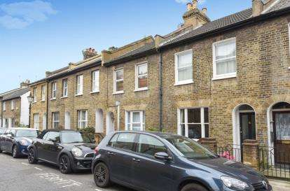 2 Bedrooms House for sale in South Street, Bromley