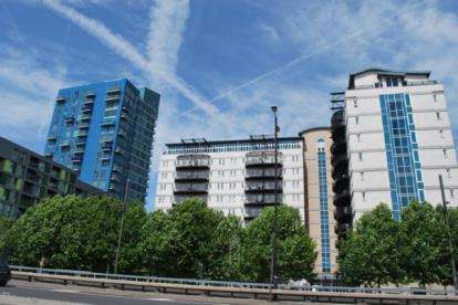 2 Bedrooms Flat for sale in High Street, Stratford, London