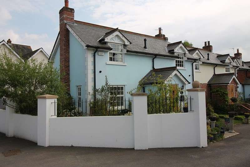 2 Bedrooms Cottage House for sale in Station Road, Liss