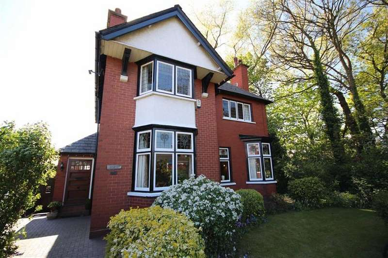 4 Bedrooms Detached House for sale in Dentons Green Lane, Dentons Green, St Helens, WA10