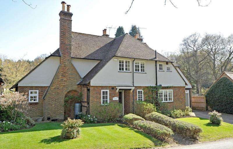 4 Bedrooms Detached House for sale in Blackheath Lane, Blackheath, Guildford