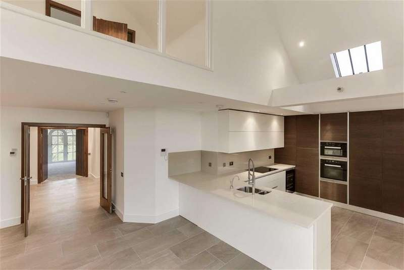 3 Bedrooms Penthouse Flat for sale in Antlia Court, Hadley Road, Enfield, Middlesex