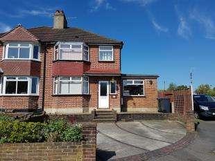 3 Bedrooms Semi Detached House for sale in Foxon Lane, Caterham, Surrey