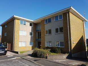 2 Bedrooms Flat for sale in Castle Bay, Sandgate, Folkestone, Kent