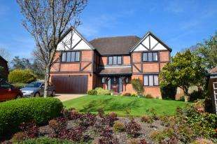 5 Bedrooms Detached House for sale in Wayside Walk, Heathfield, East Sussex